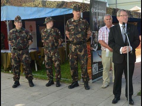 A Magyar Honvédség toborzópontjának megnyitója Szombathelyen a Savaria Karneválon