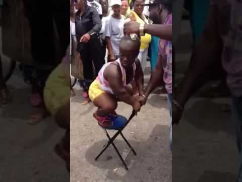 Los dos negros y locos bailando