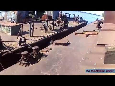 Заброшенный плавучий кран (Floating crane)