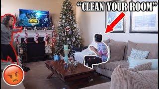 ignoring-my-mom-for-24-hours-on-christmas-day-she-got-so-upset