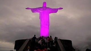 Χριστός Σωτήρας στα... ροζ για τη μάχη κατά του καρκίνου στο μαστό