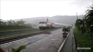 [Kompilasi] Moment Video Kereta Api Saat Hujan