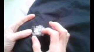 видео Удаляем жвачку от штанов