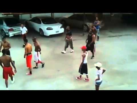 Insane Ghetto Hood Fight Bloods vs Crips - YouTube
