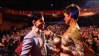 Prince presenting Halle Berry - 42nd NAACP Image Awards (2011.03.04)