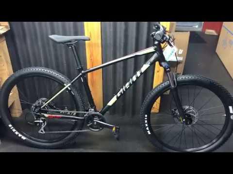 2020 Giant Talon 3 27.5 Hard Tail Mountain Bike