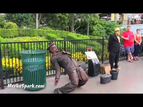 Street performers from Las Vegas makes $1000 A Day