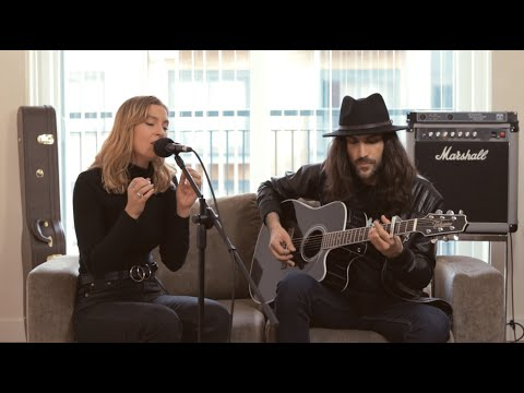 Nothing Breaks Like A Heart - Mark Ronson Ft Miley Cyrus | Cover By Emily-Rose & Carlos Morgado