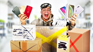Купил 10 потерянных посылок с почты и нашел 10 айфонов