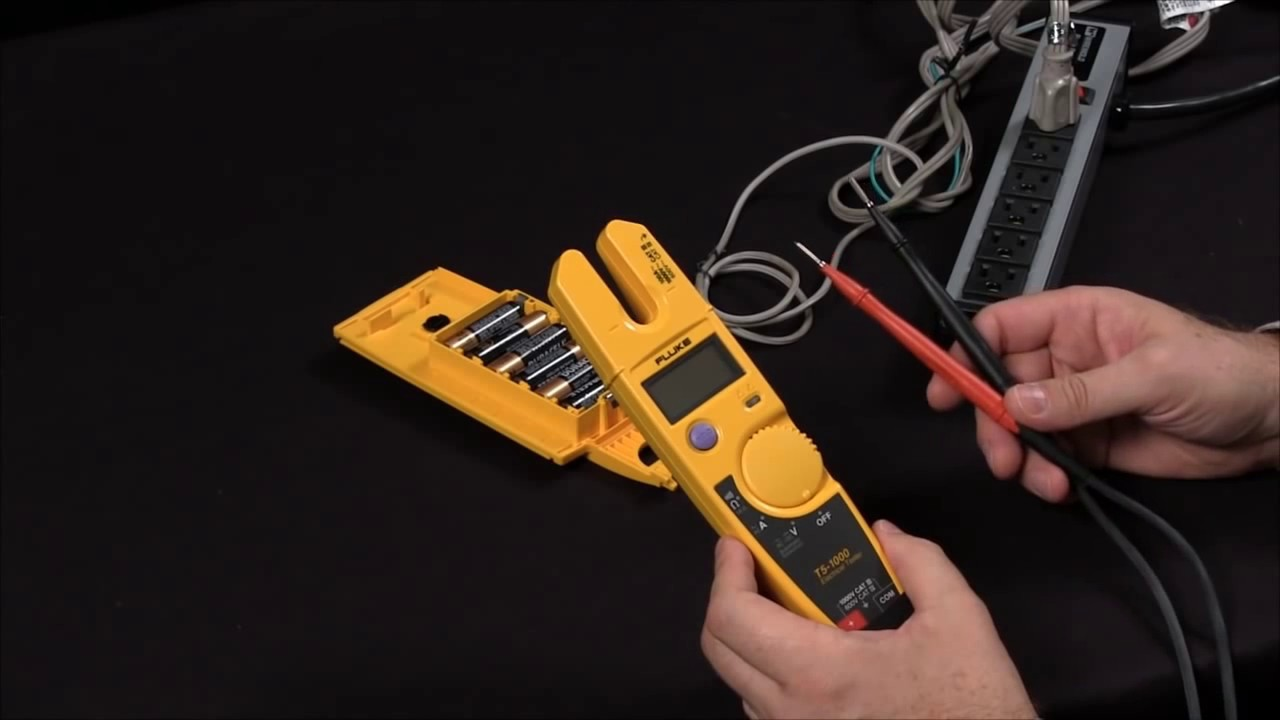 How To Measure Voltage And Current Using The Fluke T5 Youtube Test Car Fuse Box With Multimeter