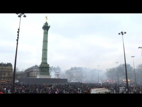 Paris: cheminots et fonctionnaires se rejoignent à Bastille