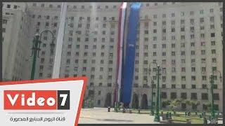 بالفيديو..علم مصر وشعار قناة السويس يزينان مجمع التحرير