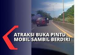 Viral Atraksi Pengemudi Mobil Buka Pintu sambil Berdiri, Pelaku Minta Maaf