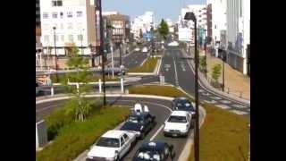 茨城県ひたちなか市・勝田駅内部(改札口、お店)と、その周辺(整備されたターミナル・立派なビル、飲食店・バスタクシー乗り場など)