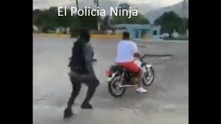 50 Policias Contra Un Motociclista