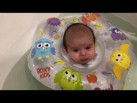 Купание новорожденного в ванной с кругом