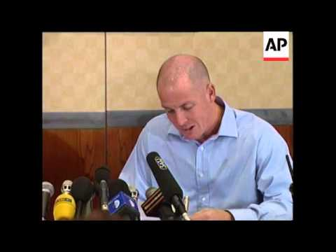 UK: LONDON: ROGUE TRADER LEESON PRESS CONFERENCE (2)