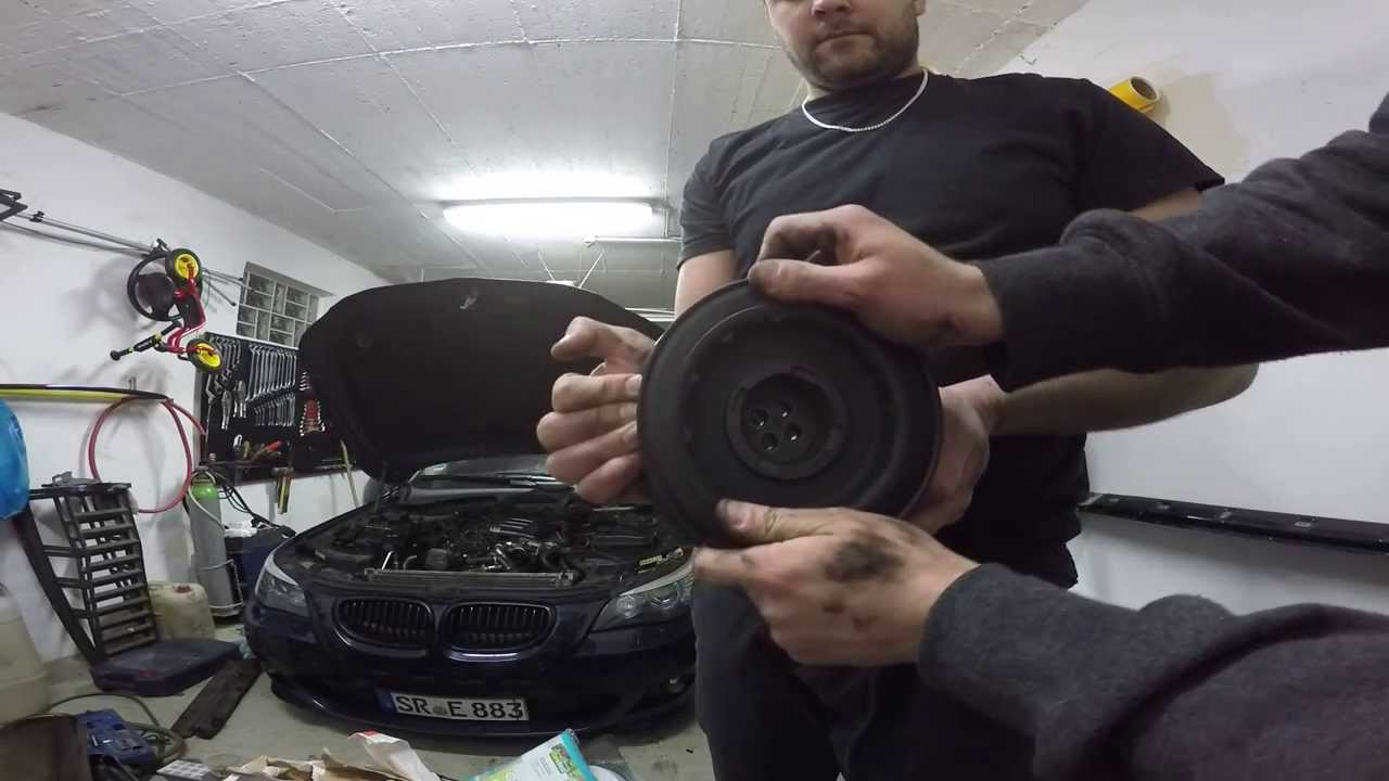 Bmw E61 530d Schwingungsd 228 Mpfer Youtube