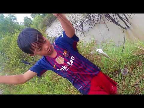 Survival Skills Primitive Top 10 amazing kids fishing videos in cambodia - Kids catch big fish on t