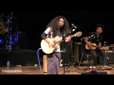 Payung Teduh - Angin Pujaan Hujan @ Konser Amal Singing Toilet [HD]