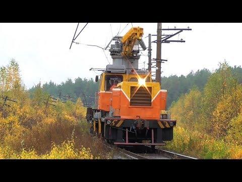 Мотовоз МПТ4-720 с платформой следует по перегону Разъезд 132 км - Алапаевск