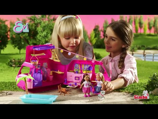 Évi Love baba lakókocsival és szuper játékokkal