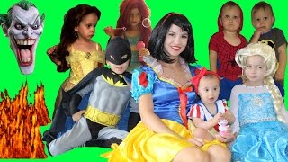 Snow White and her seven kids vs Joker! Snow White's house is on fire! Frozen Elsa to the rescue!