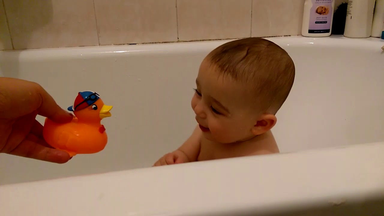 Baby reacts to rubber duck (CRAZY cute!) - YouTube