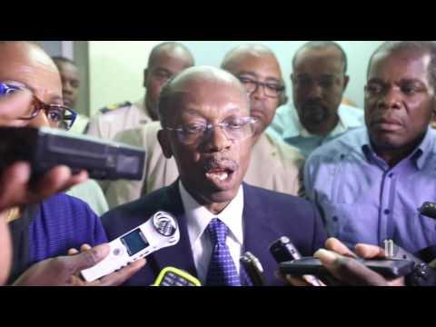 Aristide Accompagne Maryse devant le CEP