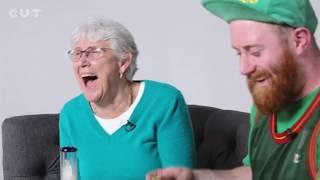 Neto e Avó fumando maconha pela primeira vez
