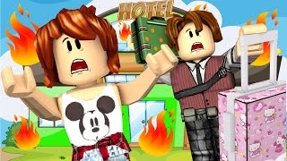 Roblox - ESCAPE DO INCÊNDIO COM A CRIS MINEGIRL (Escape The Hotel Obby)