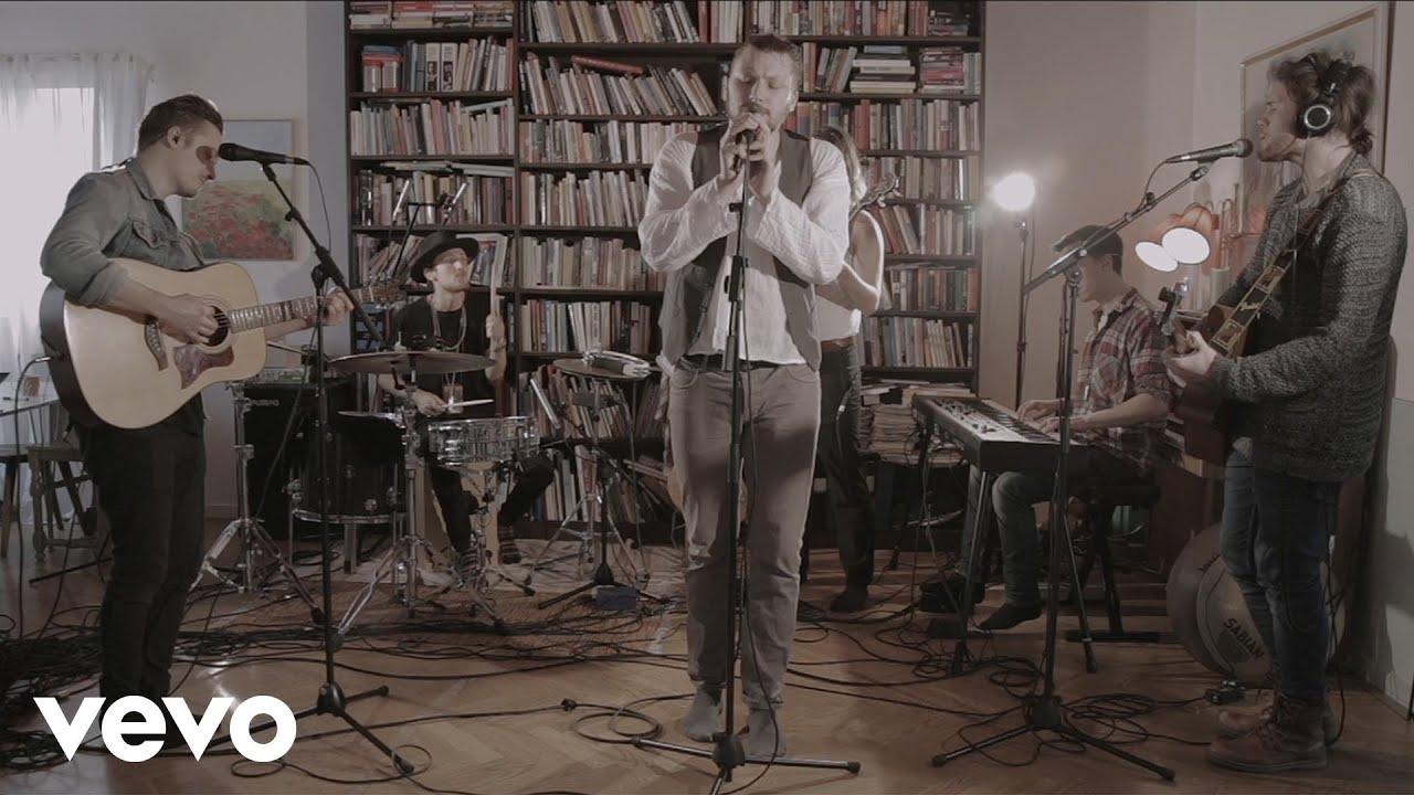 Jens Hult - Systra Mi (Live i ett vardagsrum) - YouTube