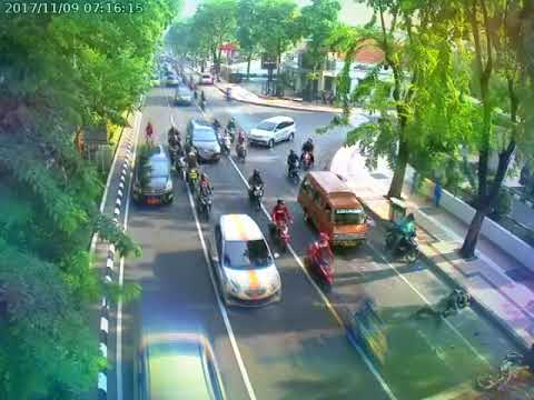 Kecelakaan di jalan darmo Surabaya pagi tadi 9/11 /2017