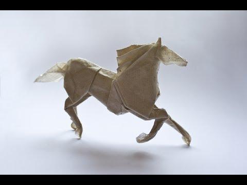 Origami horse by Roman Diaz