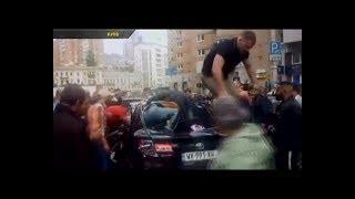 Очевидиця зняла на відео, як чоловік рятував пасажирку підірваного авто у Києві