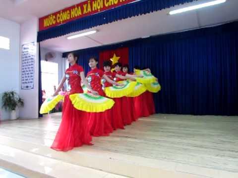 Tiết mục dự thi 20-11 của lớp 12T1-múa...(2011-2012)