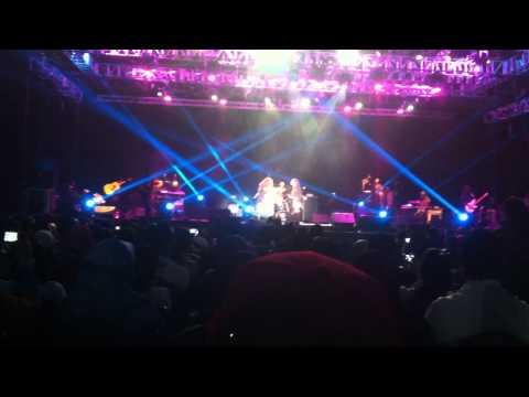 Ella and Awie Live in Singapore 2012  (Baldu Biru)