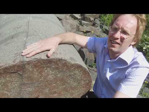 Цилиндрические камни около Братской ГЭС