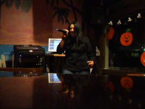 Elba sings at Cheeseburger in Paradise !!