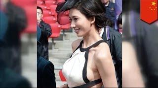 Taiwanese supermodel Lin Chi-ling, nagkaroon ng wardrobe malfunction sa Beijing, China!