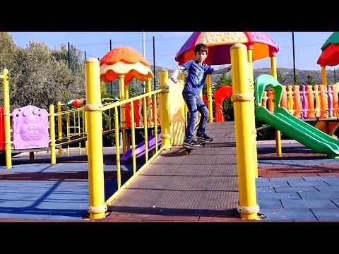 Ceylin ve Eren parkta oyun alanında oynuyorlar