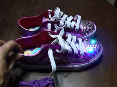 7b03ccf5f39 Zapatillas Skechers con Luces para Niñas - YouTube