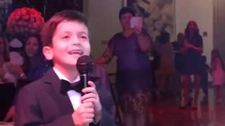 Мальчик поет песню про маму очень красиво!!)))))