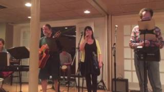 Fiona Tyndall sings Caledonia with Kathy Haynie, Andrew Koenig, Neil Fein and David Ross