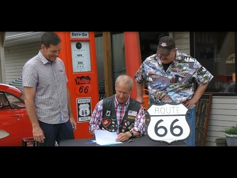Illinois Governor Bruce Rauner Signs Route 66 Motorcycle Plate Legislation 8/20/16