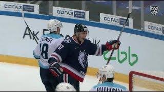 Kulikov scores off the crease