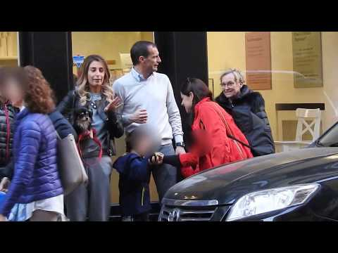 Massimiliano Allegri in ice cream parlor with the whole family - Paparazzi life