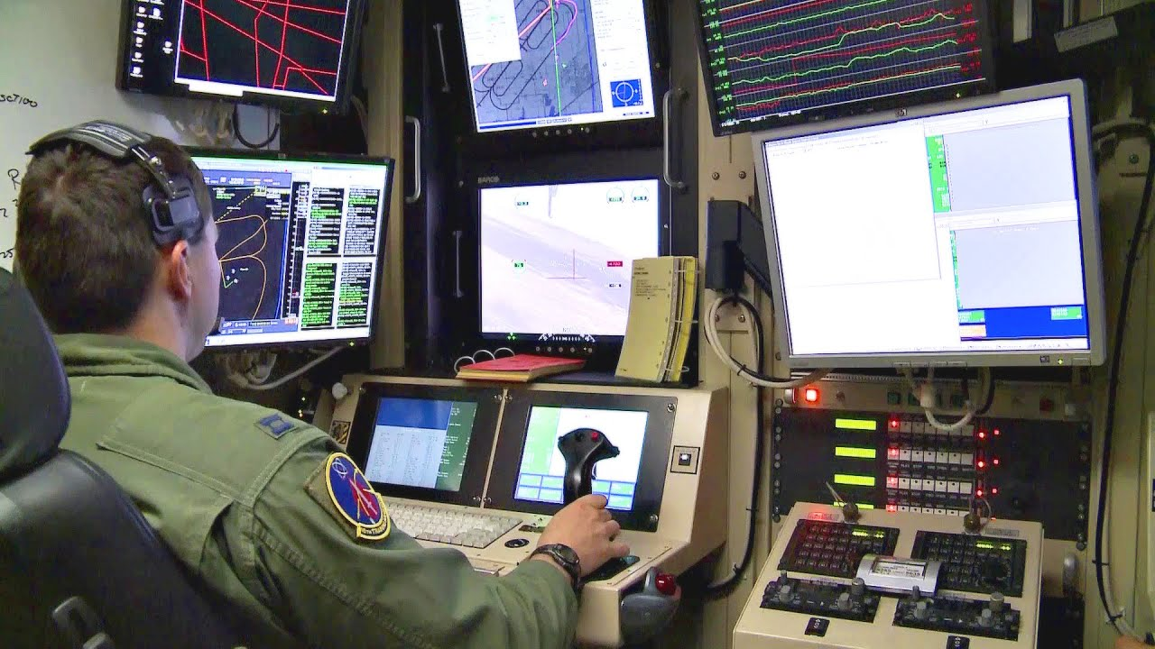 Flying The MQ-1 Predator UAV - Pilot Training - YouTube