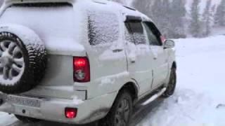 Tata Safari -manali snowfall