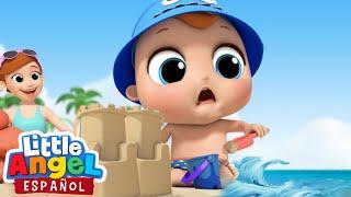 Bebé Juan aprende a hacer un Castillo de Arena | Canciones Infantiles